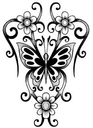 Tatuaggio di una Farfalla con Fiori Tribali