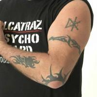 img 1178638378 868 200x200 Una famiglia tatuata