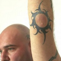 img 1178638388 779 200x200 Una famiglia tatuata